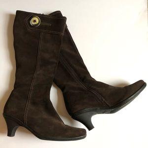 La CANADIENNE brown suede kitten heel boots/9